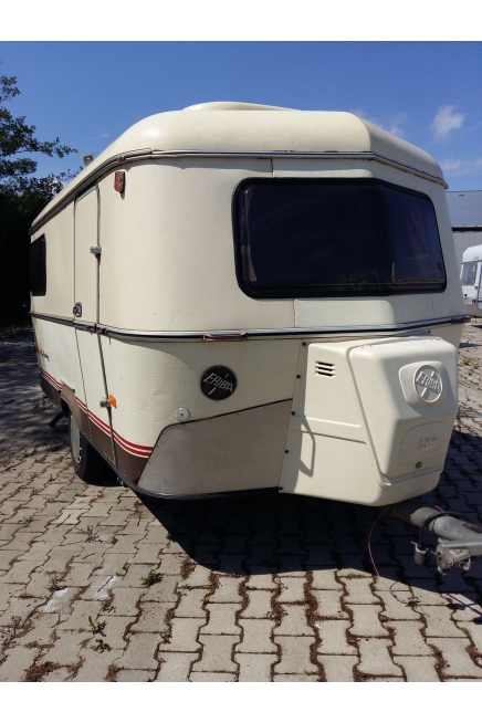 1988 Limited Triton 2 tables 3/4 berth