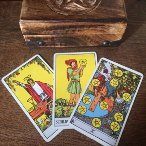 Year Tarot Prediction 3cards