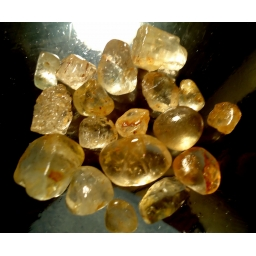 330 cts  5 to 20 mm Topaz r..