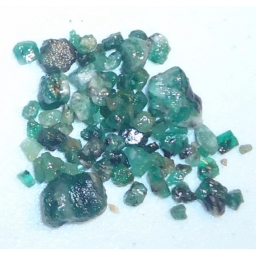 Emerald Rough 30 cts  5 To 1..