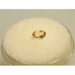 .35 cts  5x3x3mm natural Loo..
