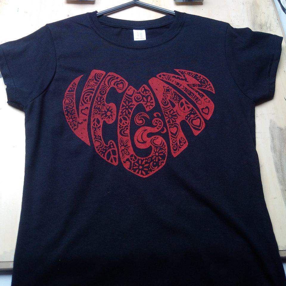 Vegan heart t shirt design for T shirt designs erstellen