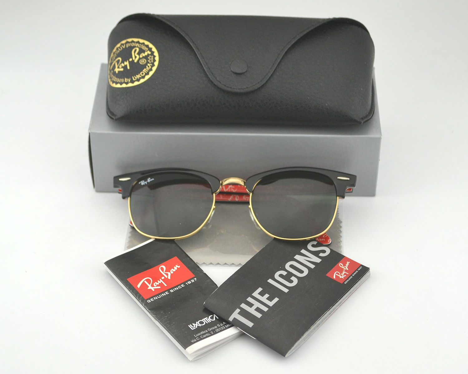 ff13ad45b35 Ray Ban RB 3016 Clubmaster Classic 1016 Black on White Text on Red on Gold  Frame Green Classic G-15 Glass Lens Unisex Sunglasses 51mm