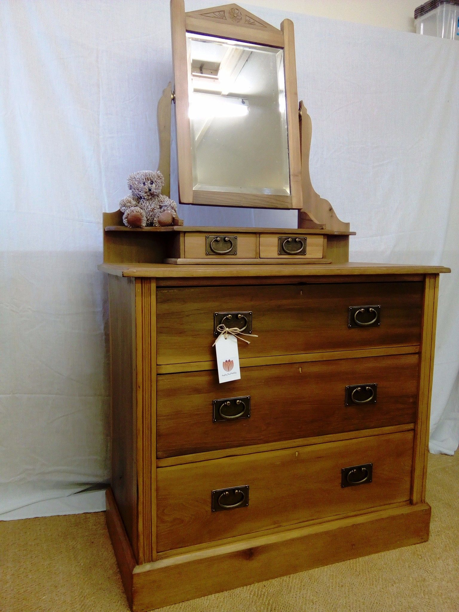 Dressing table victorian style chest of drawers with mirror