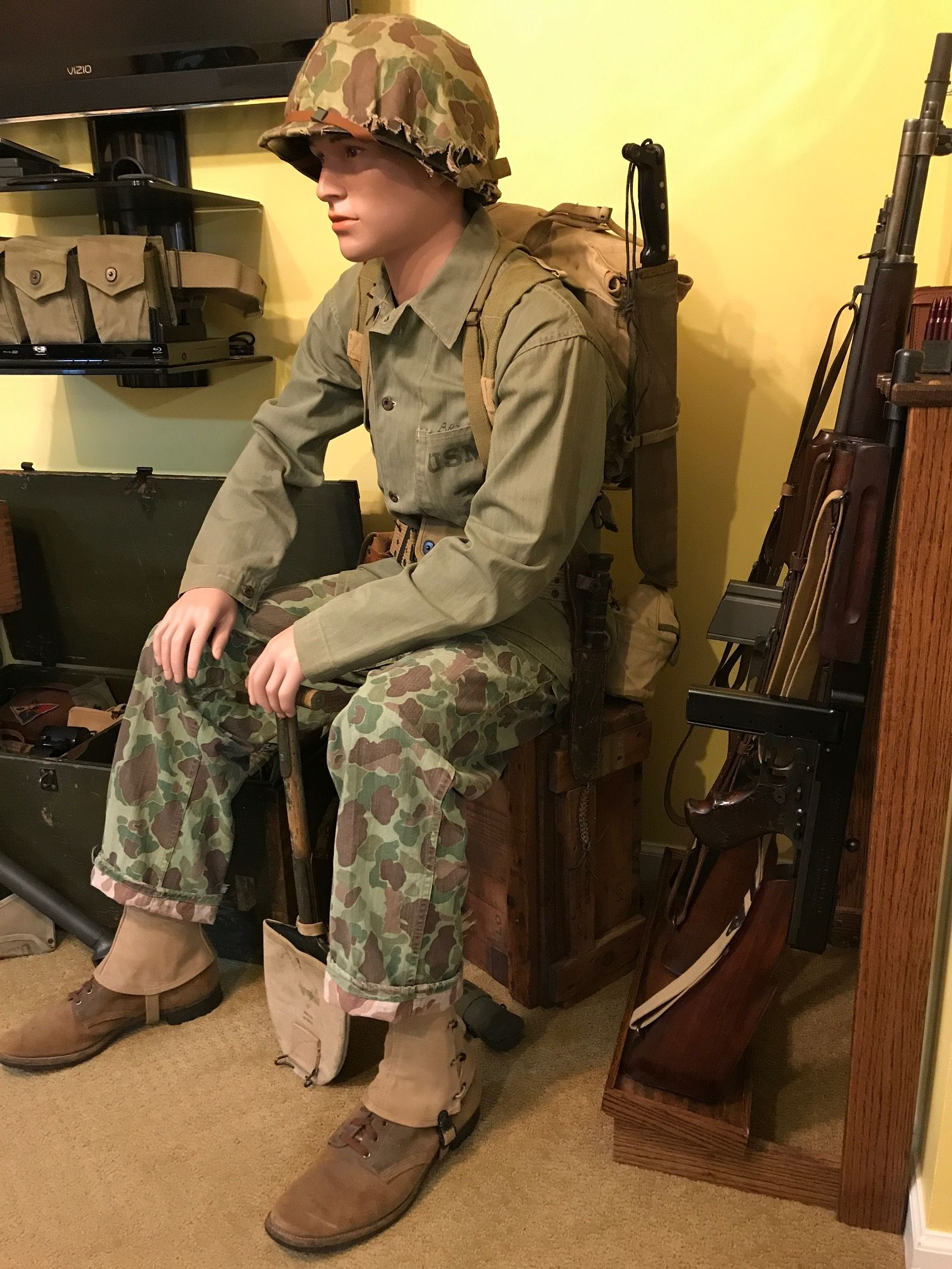 Us Wwii Usmc Pacific Theater Seated Marine Corps Display W