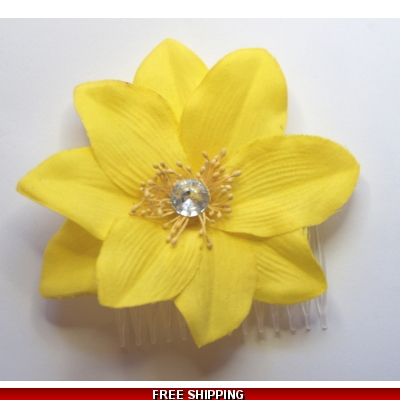 SUNFLOWER YELLOW GOLD FLOWER WITH DIAMONTIE FASCINATOR MOUNTED ON A DIAMONTIE EFFECT COMB