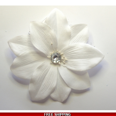 BRILLIANT WHITE FLOWER WITH DIAMONTIE FASCINATOR MOUNTED ON A DIAMONTIE EFFECT COMB