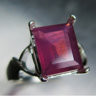 5.60ct Natural red Ruby emerald cut St..