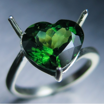 Natural green Apatite heart 925 Silver / Gold / Platinum ring