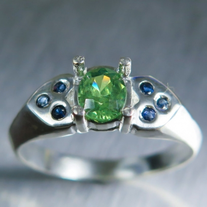 0.70cts Natural demantoid garnet &sapphires 925 silver ring