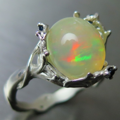 3.25ct Natural Welo Opal multi-colour &sapphires Silver / Gold ring