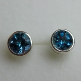 3.20cts Natural London blue Topaz / go..