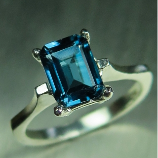 1.75ct Natural London Blue Topaz Silve..