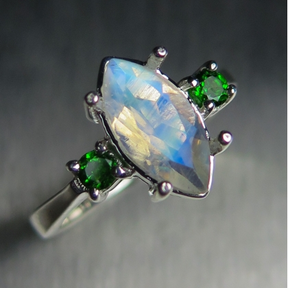 1.45cts Natural Rainbow Moonstone Silver/ Gold / Platinum ring