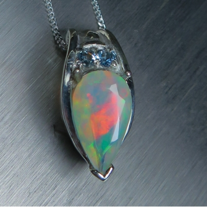 1.60ct Natural Welo Rainbow Opal Silver/Gold necklace pendant