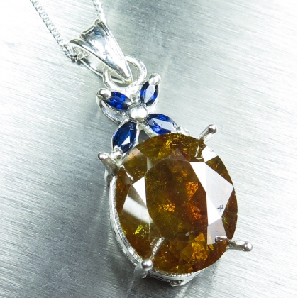 8.9cts Natural Sphalerite &sapphires Silver/Gold necklace pendant