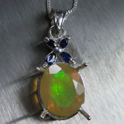 Natural Welo opal Multi-colour Silver/ Gold/ Platinum necklace pendant
