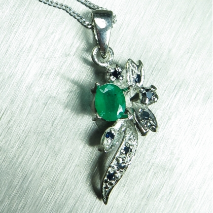 Natural Emerald & sapphire Silver/Gold / Platinum necklace pendant