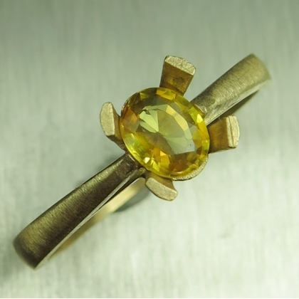 0.40ct Natural yellow sapphire 9ct 375 yellow gold solitaire ring