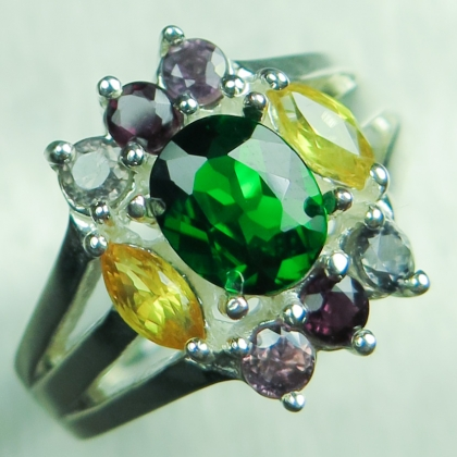 1.35cts Natural green Russian Chrome Diopside 925 Silver / Gold ring