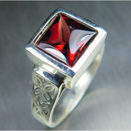 3ct Natural Red Spessartine garnet Silver/ Gold /Platinum unisex ring