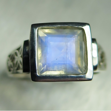 2ct Natural Rainbow Moonstone Silver / Gold / Platinum unisex ring