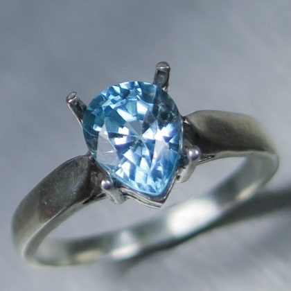 2.1ct Natural Paraiba blue Zircon Gold / Platinum ring