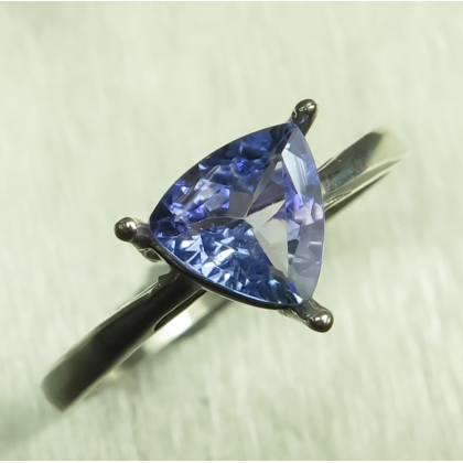 0.95ct Natural tanzanite Silver/ Gold /Platinum engagement ring