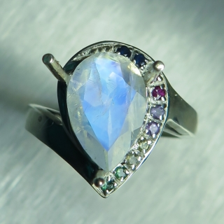 2.4cts Natural Rainbow Moonstone Silve..
