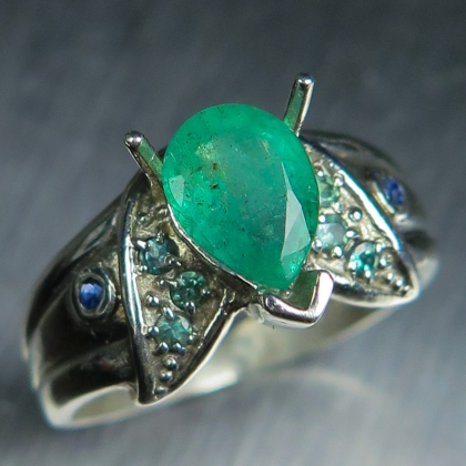 0.90ct Natural Colombian Emerald, diamonds Gold / Platinum ring