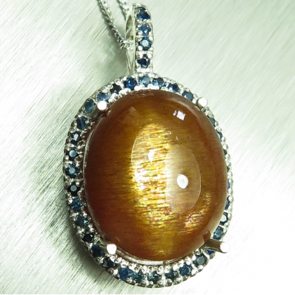 12.6ct Natural Sunstone, cats eye Silver / Gold pendant necklace