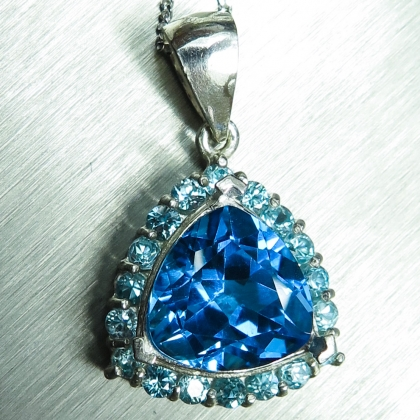 4.4ct Natural Swiss blue Topaz Silver/ Gold/ Platinum pendant