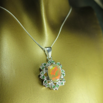 1.25cts Natural Welo Opal &tsavorite Silver/Gold necklace pendant