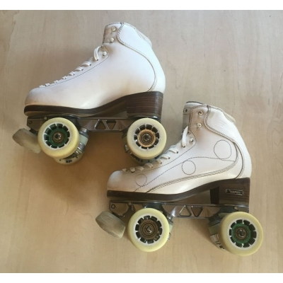 Second hand size 240 - size 3 skates white with Dance plate