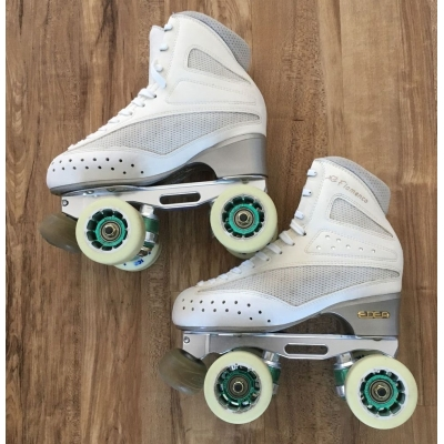 Second hand size 235 - size 2.5 white skates