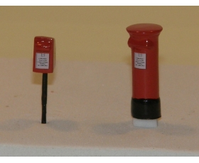 OO gauge Post boxes. Free-standing and post mounted. Pack of 2