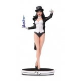 DC Comics Cover Girls Zatanna Statue 2..