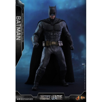 Hot Toys Justice League 1/6th scale Batman Collectible Figure