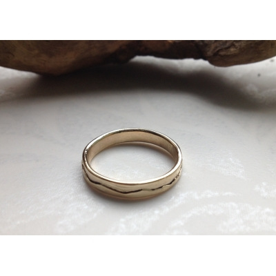 9 carat Gold Thin Band ..