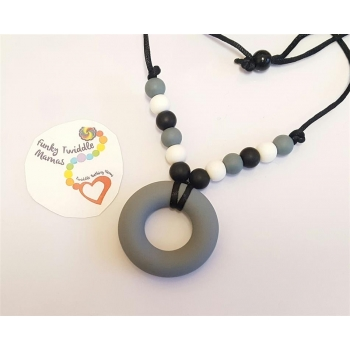 Monochrome silicone necklace