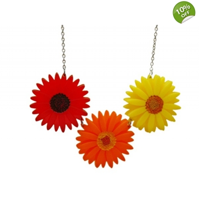 Deluxe Gerbera Blossom Necklace
