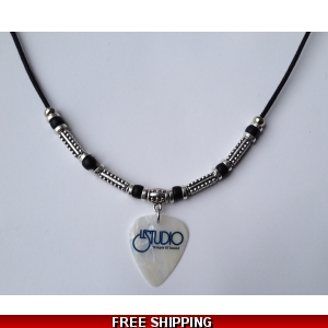Le Studio Deluxe Necklace Pearl Pick Black & Blue  Logo