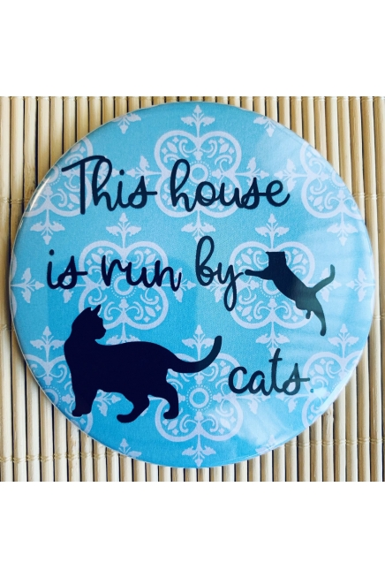This house is run by cats. - fridge magnet. Cat lover. Cat magnet. Cat gift.