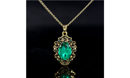 Hot Queen Vintage Bronze Pattern Green Crystal Pendant Necklace Princess Royal Party Necklace Accessories Fashion Jewelry