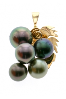 GRAPES PEARL PENDANT 18..